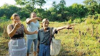 Don Jan; Todavia Trabaja arduamente Para Sostenerse El Y Tambien Su Esposa,  Llegamos a Su Solar uff