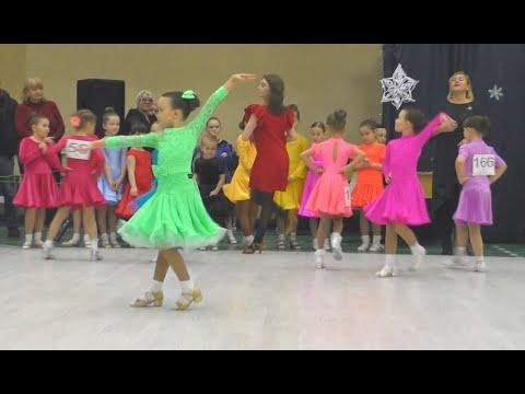 Спортивные БАЛЬНЫЕ ТАНЦЫ для детей Турнир / дети танцуют Новое платье / Есения и Тими Тим