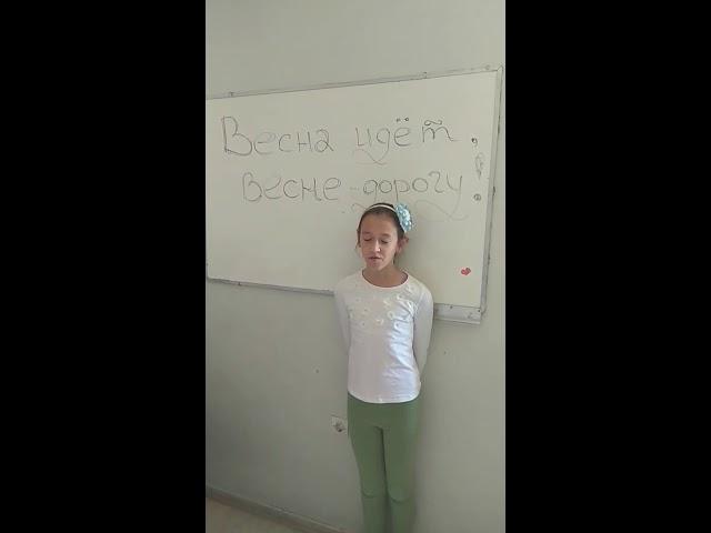 Изображение предпросмотра прочтения – ЕкатеринаКостоглу читает произведение «После половодья» И.А.Бунина