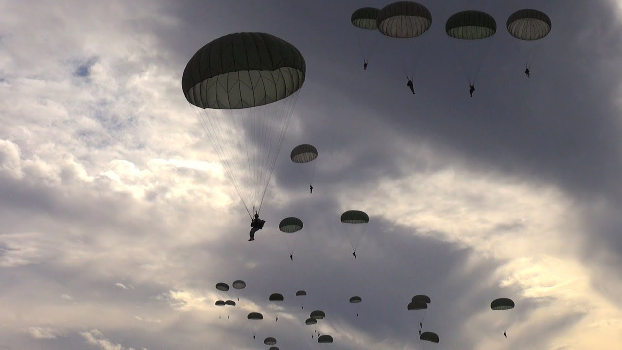 Ww2 Hd Wallpaper Inside The Army S 82nd Airborne Division Parachuting From