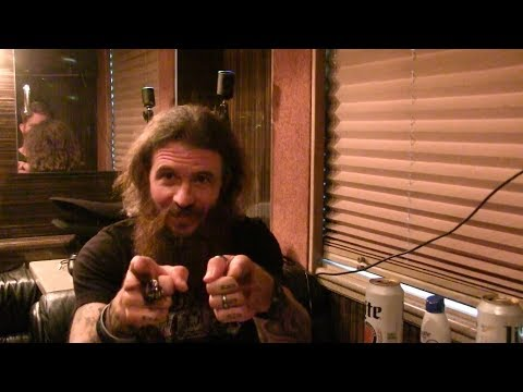 Bad Jokes on the Bus: Who Laughs First? Cody Jinks vs. Buddy Logan