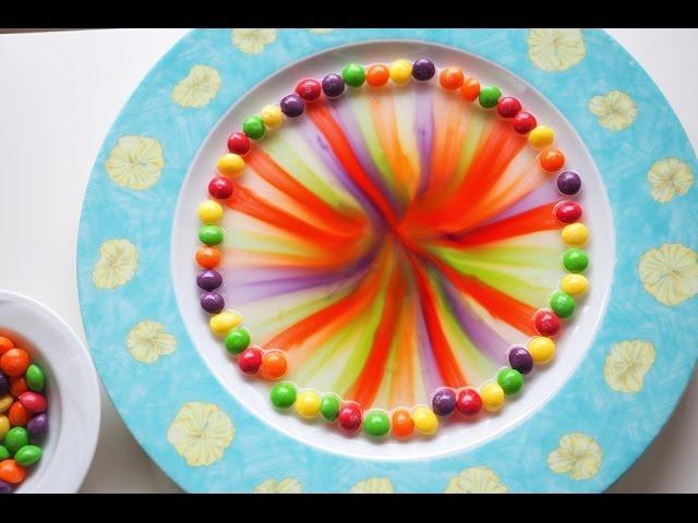 TĘCZA NA TALERZU eksperyment SKITTLES, eksperymenty dla dzieci, rainbow  skittles science experiment - YouTube