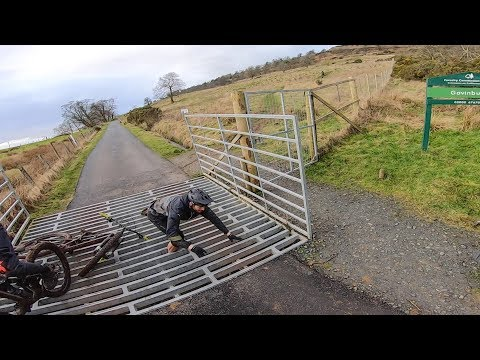 MTB Crash - Nearly breaking my leg in a Cattle Grid!