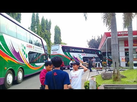 Spesial Ramadhan : 3 unit bus Double Decker SDD Lorena dan Karina Sedang Antri Isi Bensin
