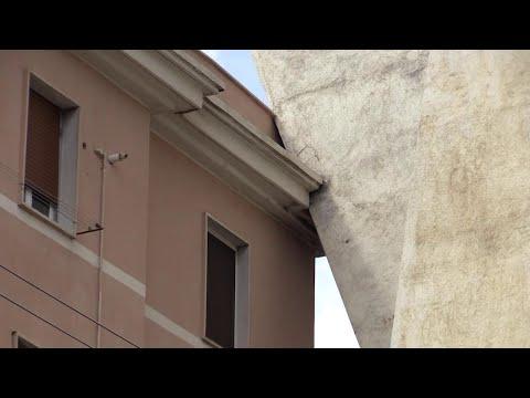 Genova, così il ponte Morandi 'poggia' sulle case sottostanti
