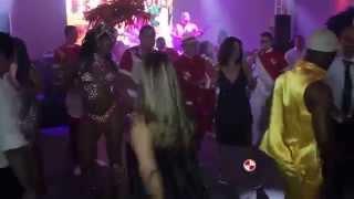 Show de Passistas e Bateria de Escola de Samba em Casamento no Espaço Aragon