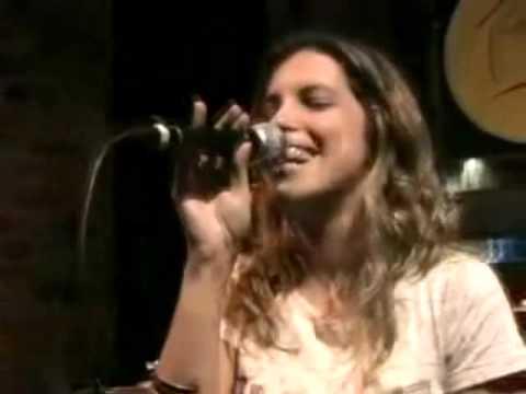 Camila Costa canta Carioca da Gema