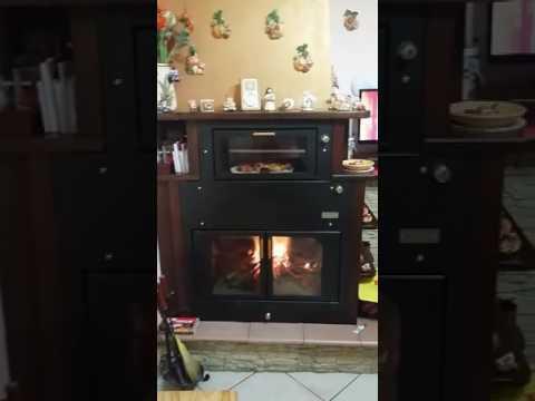 Termocamino con forno ftl genius alimentato a legna youtube for Ftl termocamini
