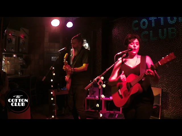 Mäbu en directo en Cotton Club Bilbao  Los amantes
