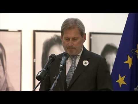 """Johannes Hahn inaugura la mostra a Bruxelles """"Donne di Srebrenica"""""""
