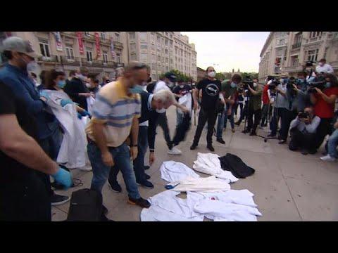 شاهد: عمال المطاعم في أوروبا يحتجون من أجل إعادة فتح محلاتهم…  - 06:58-2020 / 5 / 28