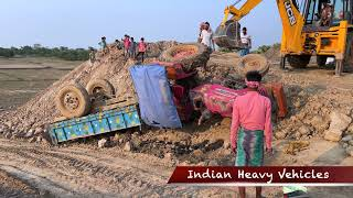 Mahindra Tractor Accident On A Pile Of Mud | JCB Came To Help The Tractor | New Model JCB 3DX.