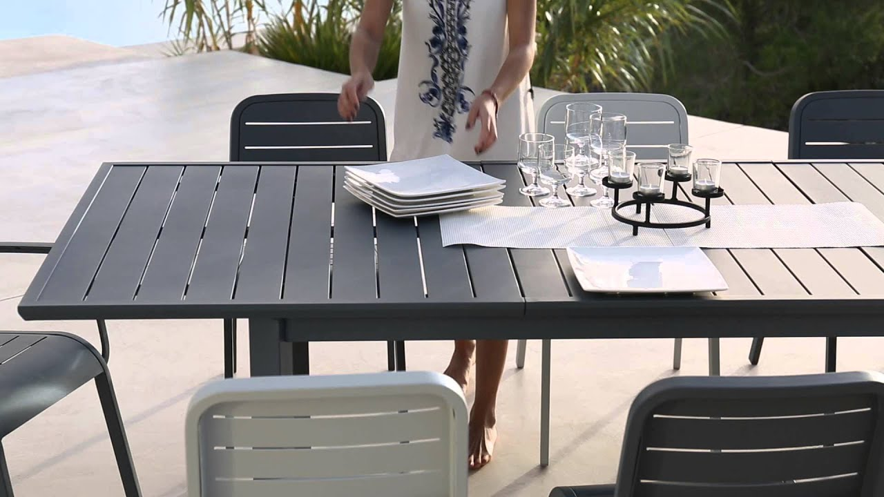 Collection mobilier de jardin 2016 hyba chez carrefour for Grande table extensible
