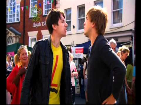 CBBC| Ed Petrie Vs Iain Stirling- Onion Eating Contest!
