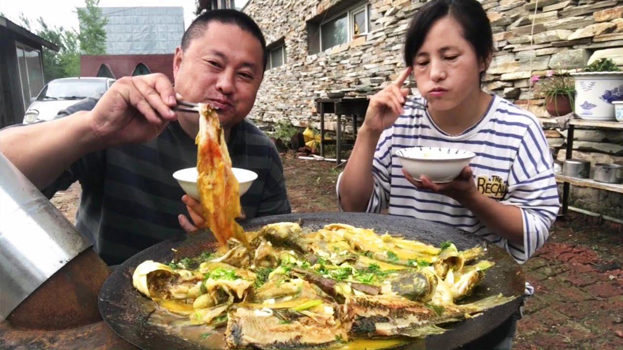 一鍋鯰魚燉茄,大哥可勁造,一口接一口,吃的賊香,真饞人【農村大哥寒冰】