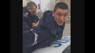 В Тобольске сотрудники ДПС задержали сотрудника МЧС из-за тонировки