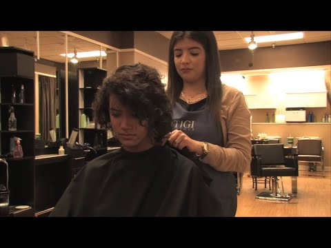 Relaxing Salon Scalp Massage With Shampoo and Conditioner from YouTube · Duration:  4 minutes 32 seconds