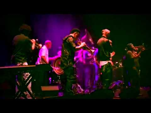 "Matisyahu & The Soul Rebels live - ""King Without A Crown"""