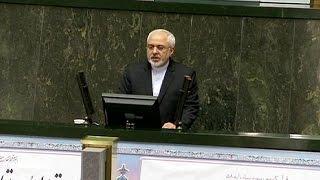 ظريف يدافع عن الاتفاق النووي أمام البرلمان ويصفه بالمتوازن