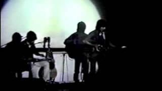 1981/12/01 岐阜県の山奥でのライブでした。 村上さんとの時は、ギター...