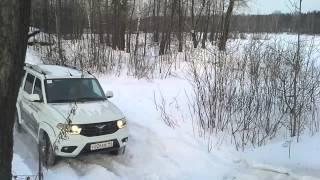 УАЗ PATRIOT 2014-2015 взятие заснеженной горки.