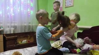 Готовим /Делаем уроки/Общаемся/играем/Семья Жуковых