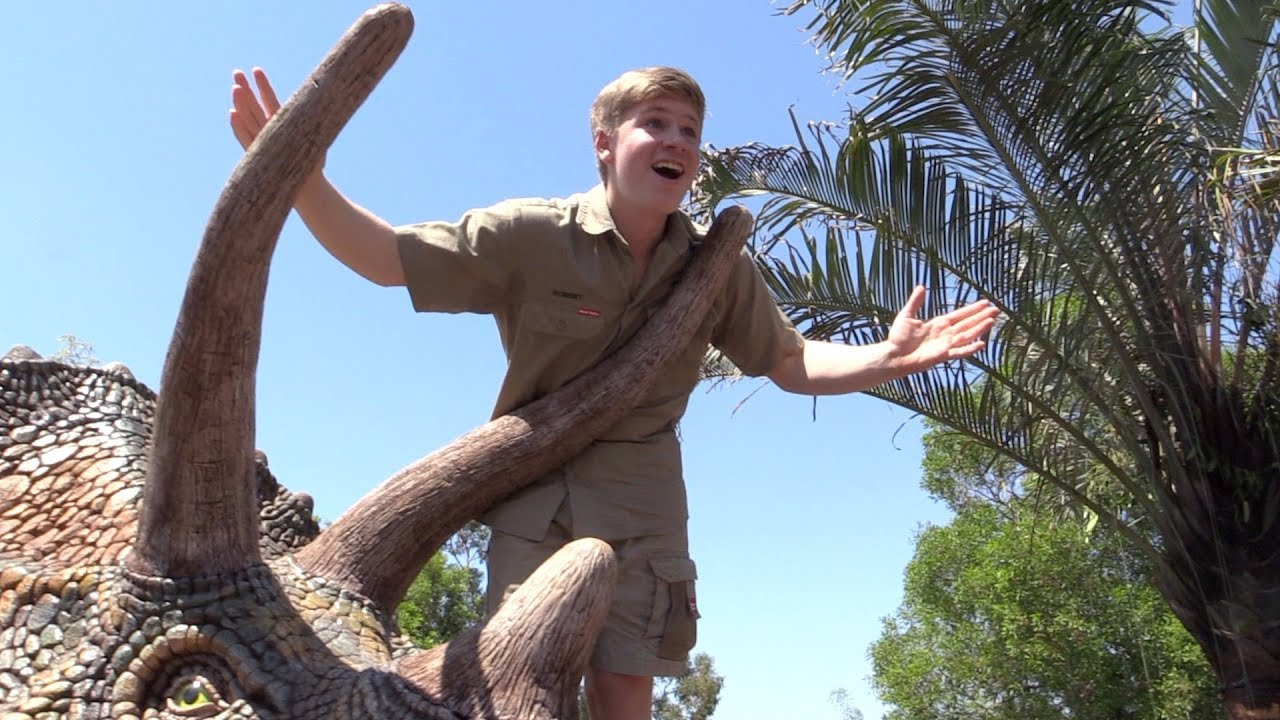 Robert Irwin Remembers Dad with Identical Photos of Them Feeding Same Crocodile 15 Years Apart