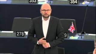 EU-Parlament: Angela Merkels unverantwortliche und vernichtende Politik!