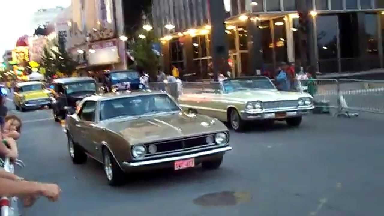 Classic Cars Cruising Hot August Nights Reno On Virginia Street - Hot august nights car show reno nevada