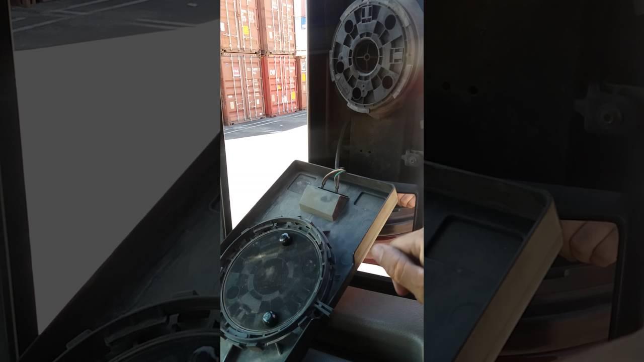 Freightliner cascadia shaking mirror