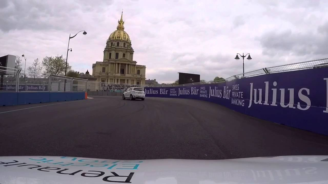 120 km/h boulevard des Invalides ! Hot Lap en Renault Zoé au Formula E Paris ePrix 2016