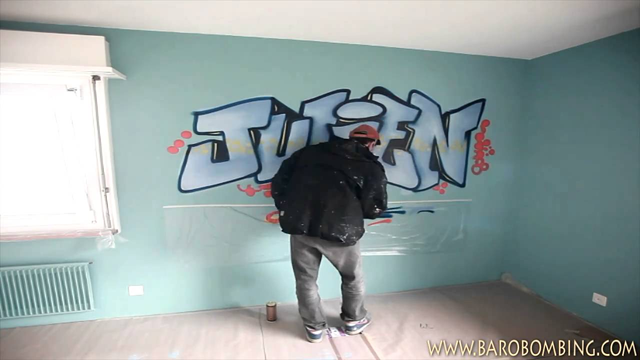 pr nom graffiti au spray pour chambre d 39 enfant en suisse youtube. Black Bedroom Furniture Sets. Home Design Ideas