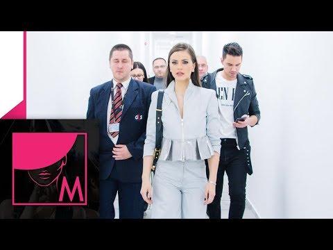 """Milica Pavlovic se druzila sa fanovima u """"Zauvek"""" box-u u Beogradu (Exkluziv 25.12.2018.)"""