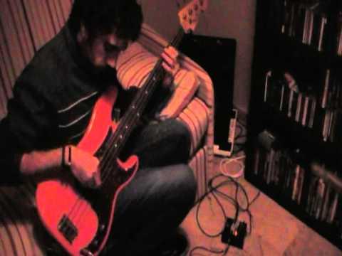 FERNANDO LAMADRID tocando un Fender Pino Palladino Custom Shop