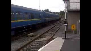 Irish Rail loco 081 departs kilkenny with MK2 cravens