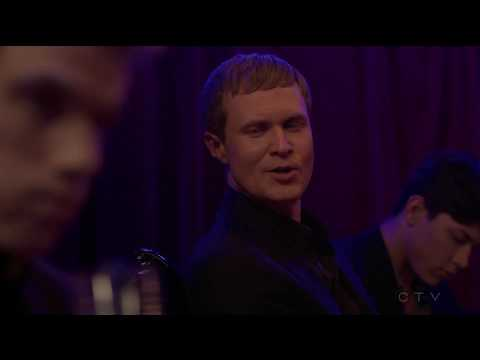 Jay Armstrong Johnson /Wll Olsen (undercover / gay scene / bedroom) - Quantico #13