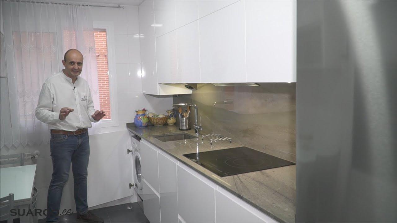 Cocina blanca peque a parte trasera y comedor sin tiradores y encimera de granito youtube - Cocina blanca sin tiradores ...