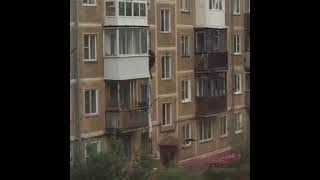 Падение новокузнечанина с 3 этажа попало на видео
