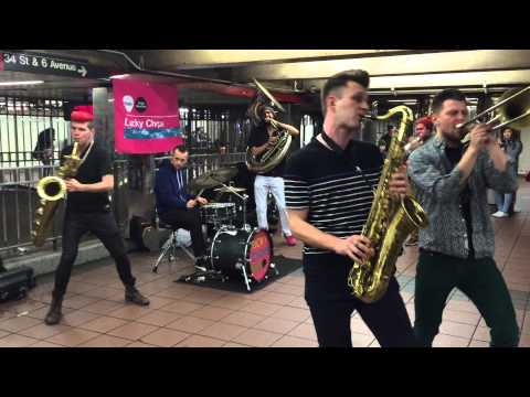 Music in New York - Subway Station - Today