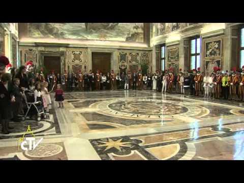 papa le guardie svizzere sono un manifesto della santa