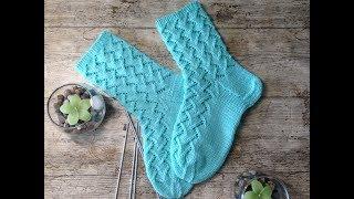 Вяжем красивые ажурные носочки