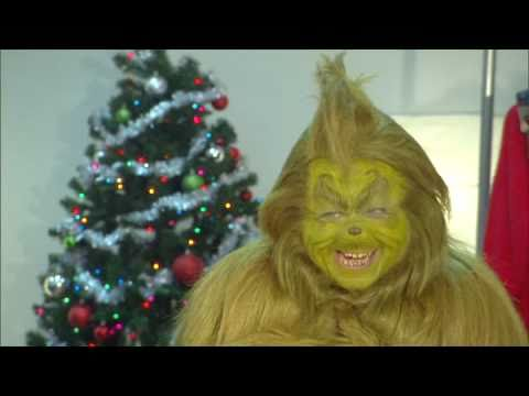 How The Grinch Prepares For How The Grinch Stole Christmas At Universals Islands Of Adve