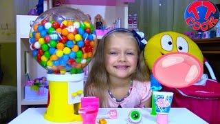 Открываем и Пробуем Кислые Жвачки и Конфеты Видео для детей Dubble Bubble Gumball Machine