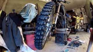 видео Как  выпрямить колесо мотоцикла и натянуть спицы