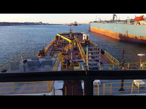 Bunkering a ship