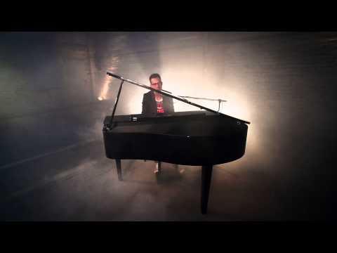 The Wanted - Walks Like Rihanna (Acoustic Cover by Bastian Fugmann)