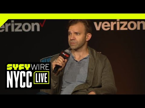 talks-machina-with-the-cast-of-critical-role-|-nycc-2018-|-syfy-wire