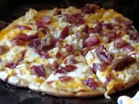 Easy Delicious Chicken Bacon Ranch Pizza