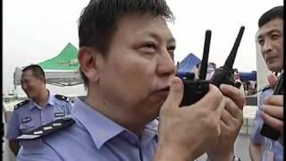 هدم برج عالي مع بنايات في الصين