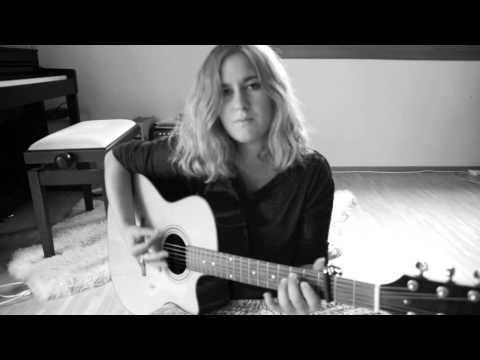 Vampire Smile - Kyla La Grange (Acoustic Cover)